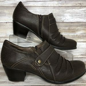 Natural Soul 9M Brown Pleated Zip Up Ankle Booties